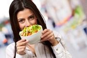 Уличная еда имеет множество поклонников.  // Aaron Amat, Shutterstock.com