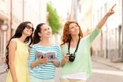 Туристы открывают для себя новые направления.  // Syda Productions, Shutterstock.com