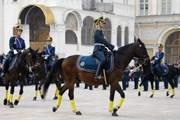 Зрелищная церемония проходит в Кремле по субботам.