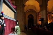 Туринская плащаница демонстрируется в соборе Иоанна Крестителя.