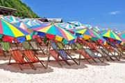 Шезлонги и зонты могут стать бесплатными.  // Egor Kudymov, Shutterstock.com
