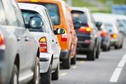 Автомобилисты стоят в долгих очередях.  // Dmitry Kalinovsky, Shutterstock.com