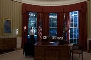 Президент США в Овальном кабинете // White House
