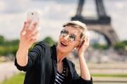 Туристы не готовы расстаться со своими телефонами. // pio3, shutterstock