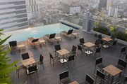 Бассейн и бар на крыше отеля. // amarahotels.com