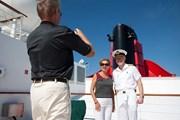 Традиционное фото с капитаном. // telegraph.co.uk