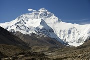 Впервые после землетрясения в Непале Эверест открыт. // wikipedia.org