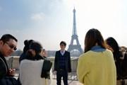 В Париж приезжает все больше китайских туристов.