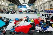В начале сентября беженцы заполонили вокзал Келети. // Rebecca Harms, wikimedia.org