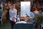 Не рассчитывая на то, что клиент вернется, владельцы туристических ресторанов кормят невкусно и дорого.