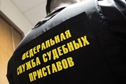 Все больше россиян не выпускают за границу из-за долгов.