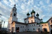Туристы пообедают в Свято-Введенском Толгском монастыре.