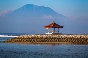 В Индонезии туристам рекомендуют не покидать охраняемых курортных зон.