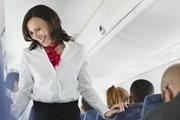 """Стюардессы """"сканируют"""" пассажиров на входе в самолет. // huffingtonpost.com"""