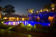 В отеле - один из самых больших в Азии бассейнов. // bespokehospitalitymanagement.com