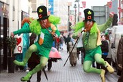 Множество туристов приезжают на праздник в Дублин. // barnacles.ie