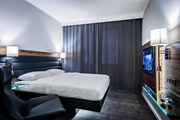 Номер в Moxy Munich Airport  // Marriott International