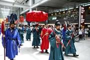 Королевская процессия - шоу для туристов. // moodiereport.com