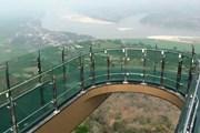 Вид с площадки Sky Walk на реку Меконг и живописные леса // thailand-news.ru