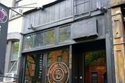 Вход в самый мрачный ресторан Нью-Йорка - Beetle House. // Melissa Kravitz, amny.com