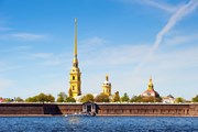 Ко Дню города в Петербурге появятся экскурсии в обычных автобусах. // Roman Evgenev, shutterstock