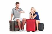 Туристы нервничают в ожидании паспортов с визами. // BlueSkyImage, shutterstock