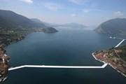 Плавучие дорожки на озере Изео. // naplesherald.com