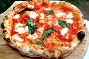 Знаменитая неаполитанская пицца // campaniasuweb.it