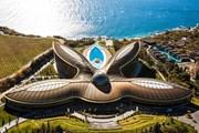 Комплекс Mriya Resort & Spa  построен по проекту Нормана Фостера. // mriyaresort.com