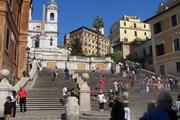 Испанскую лестницу посещают десятки миллионов туристов в год. // Benreis, wikipedia.org