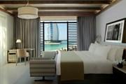 Из окон отеля открывается вид на символ Дубая. // jumeirah.com