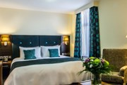 Номер в отеле Holiday Inn London - Kensington  // ihg.com