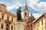 Памятник Овидию в центре Сульмоны // turismo.it