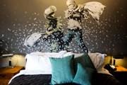 Роспись стены одного из номеров отеля. // Dusan Vranic, AP