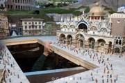 Миниатюрный Дворец Дожей на площади Сан-Марко в Венеции. // gulliversgate.com
