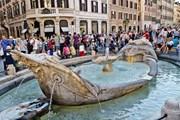 В жару римские фонтаны притягивают туристов. // Lonely Planet