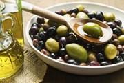 Посетителям предложат продегустировать разные сорта оливок и масла. // inistrien.de