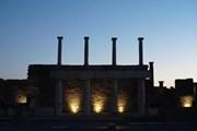 Вечернее освещение создает в Помпеях неповторимую атмосферу. // atorus.ru