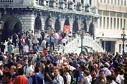 Власти Венеции возмущены поведением туристов. // tourism-review.com