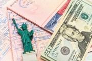 Число выдаваемых виз в США сократилось из-за нехватки персонала в дипмиссиях. // mariakraynova, shutterstock