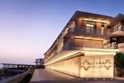 Отель расположен на искусственном острове. // bulgarihotels.com