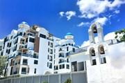 Здание отеля Costa Well Resort Pattaya выстроено в греческом стиле. // costawellresortpattaya.com