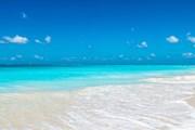 Лидер рейтинга - пляж Grace Bay  // flightnetwork.com