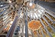 На входе в собор Святого Семейства установили сканеры. // barcelonaguidebureau.com