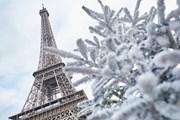 Париж засыпало снегом. // iStockphoto