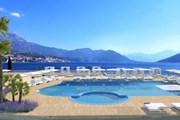 Бассейн отеля Iberostar Herceg Novi  // iberostar.com