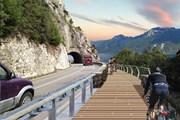 Дорога проходит вдоль озера Гарда. // giornaledibrescia.it