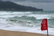 Волны на пляже Пхукета // Phuket Gazette