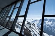 Здание музея расположено высоко к горах и имеет подземные залы. // CNN.com