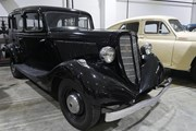 Более ста ретро-автомобилей и мотоциклов можно увидеть в музее. // megatyumen.ru